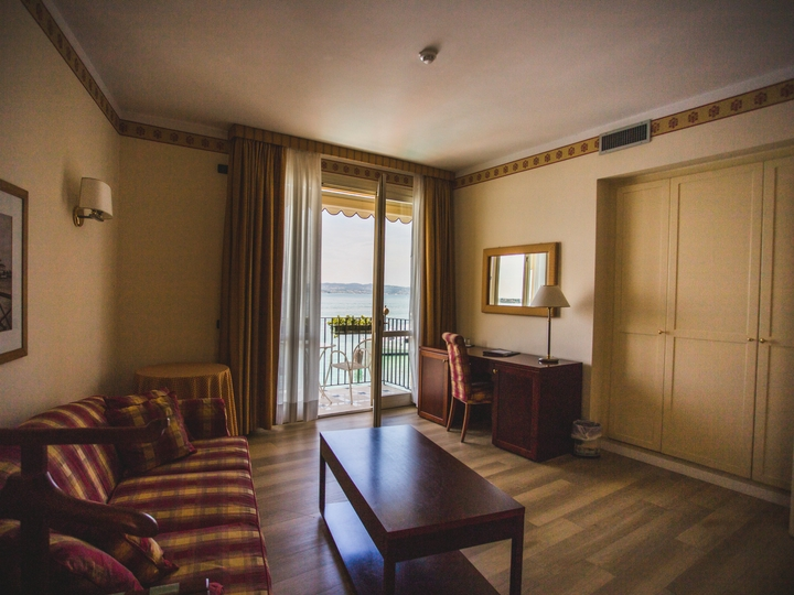 Номер Junior Suite Hotel Sirmione Озеро Гарда