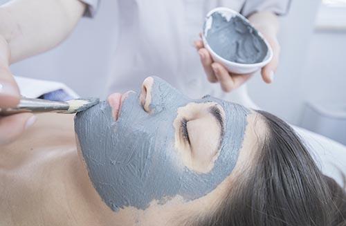 personalisierte Gesichtsbehandlung mit Thermalfango